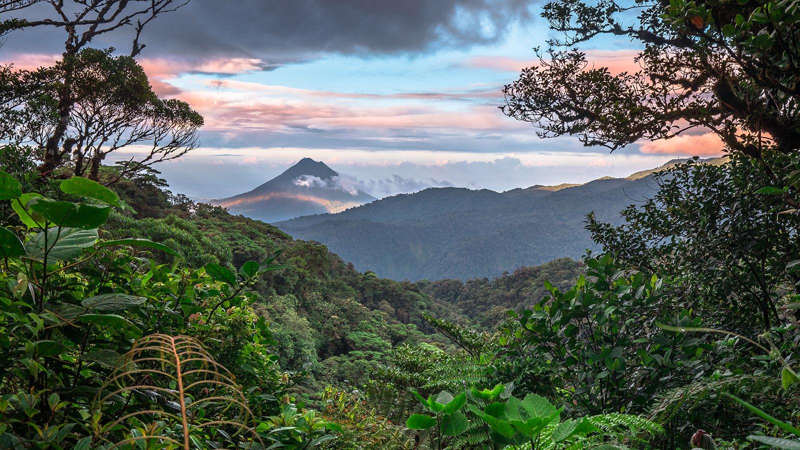 Breathtaking view of the Cordillera de Tilarán mountain range taken from the district of Monte Verde in Puntarenas.