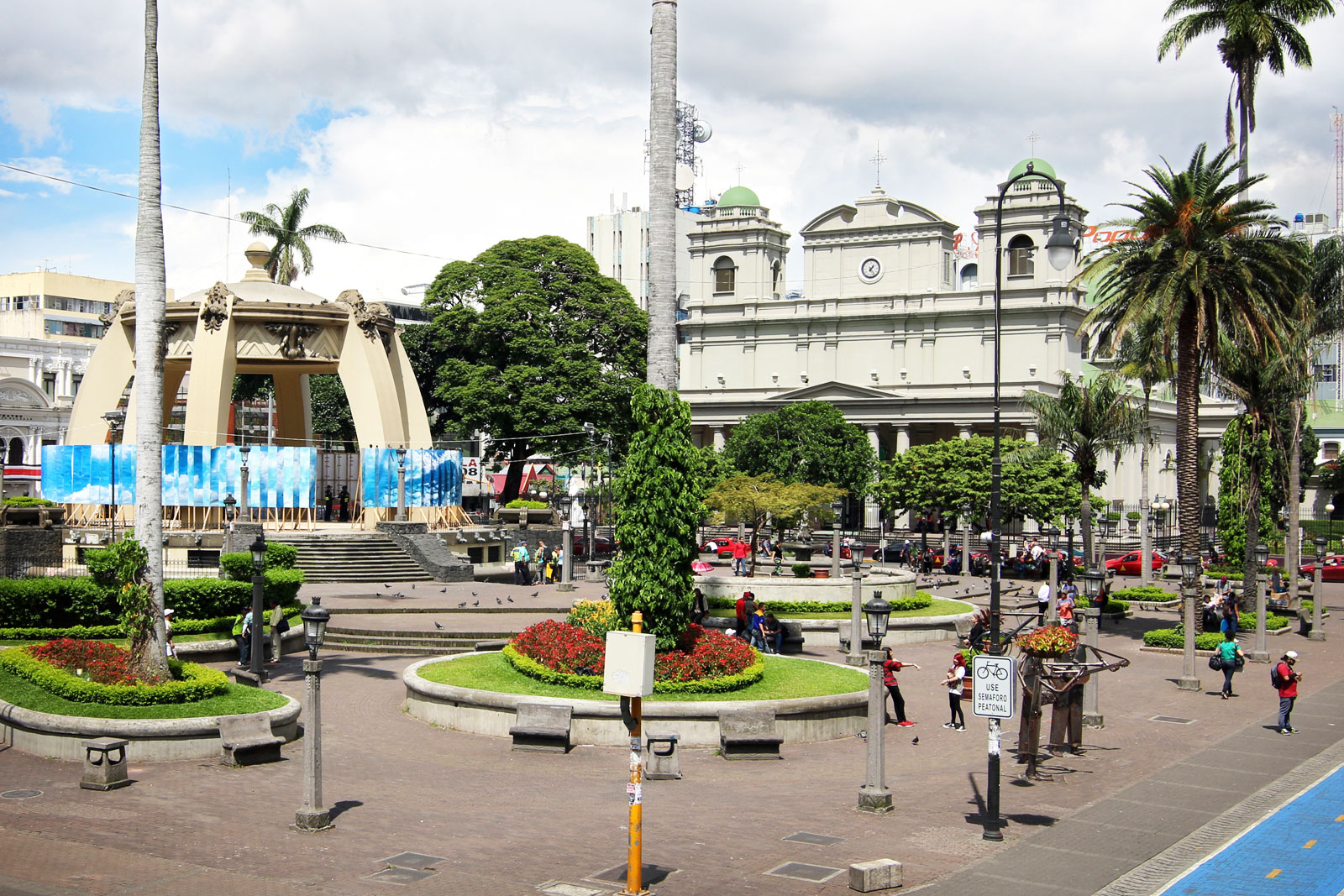 Parque Central de San José, one of the capital city's busiest squares, and popular meeting spot.