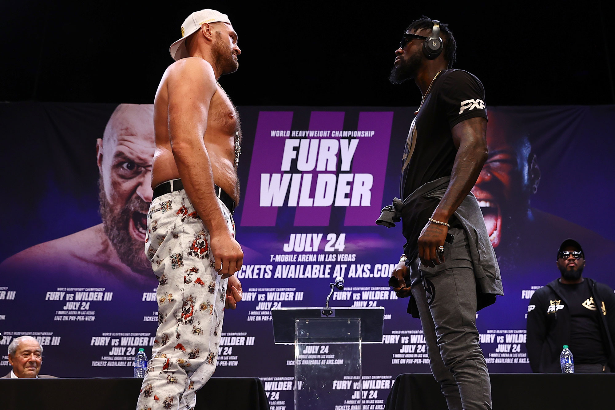 Deontay Wilder & Tyson Fury Stand-off for Their 3rd Fight