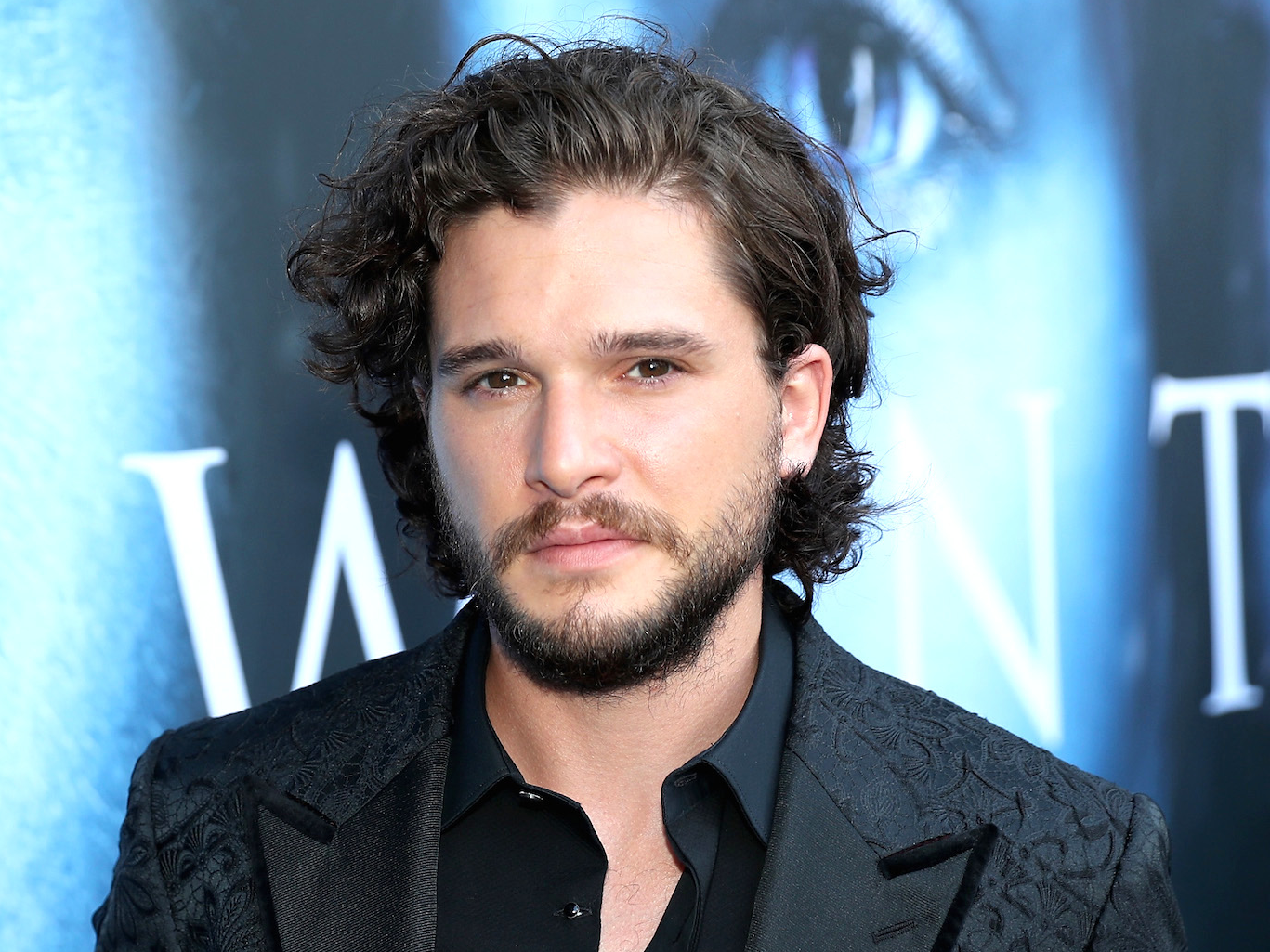 Peeing in the Iceland Tundras - Kit Harington's Favorite Moment on Set
